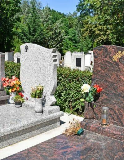 image-trois-pierres-tombales